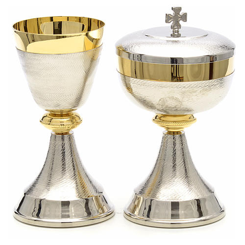 Chalice and ciborium with double two tone finish 1