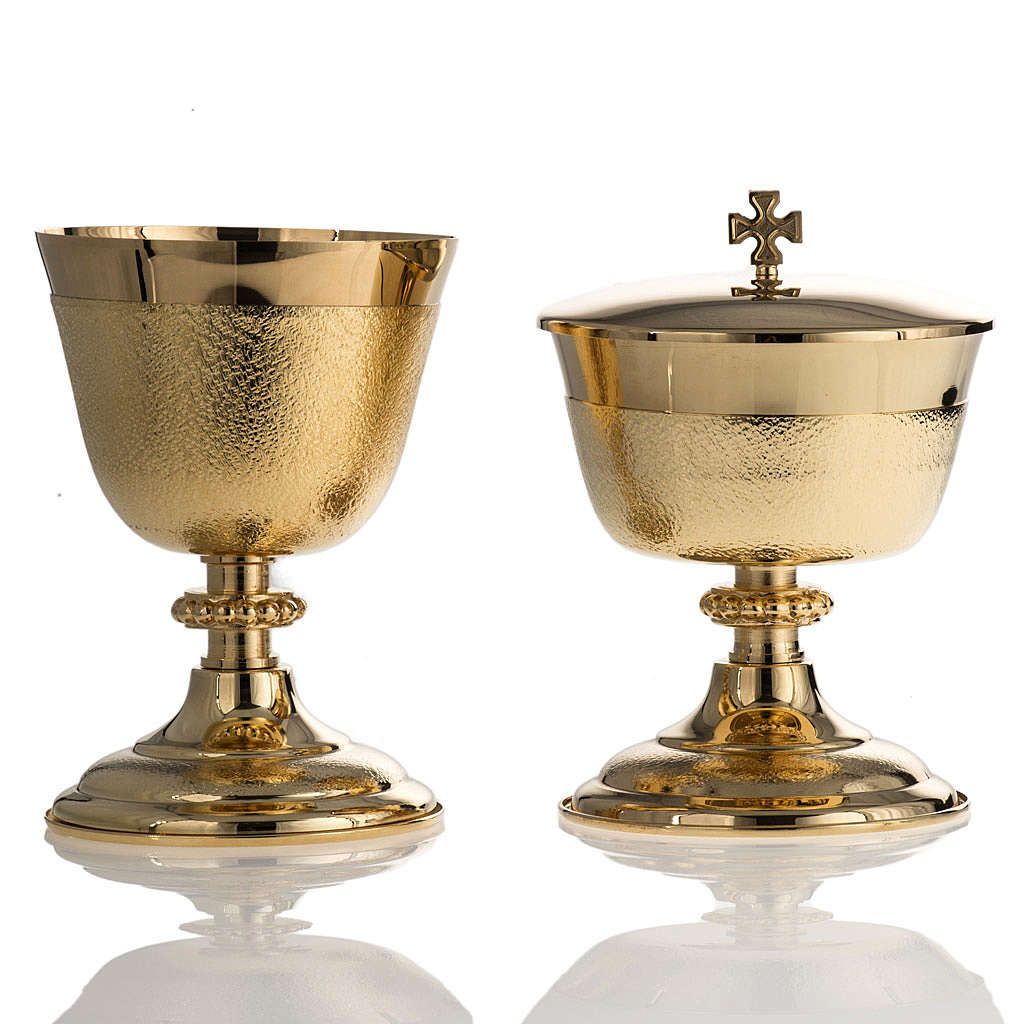 Chalice and Ciborium with golden knurled finishing 4