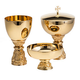Chalice, ciborium and paten with grapes in gold-plated brass s1