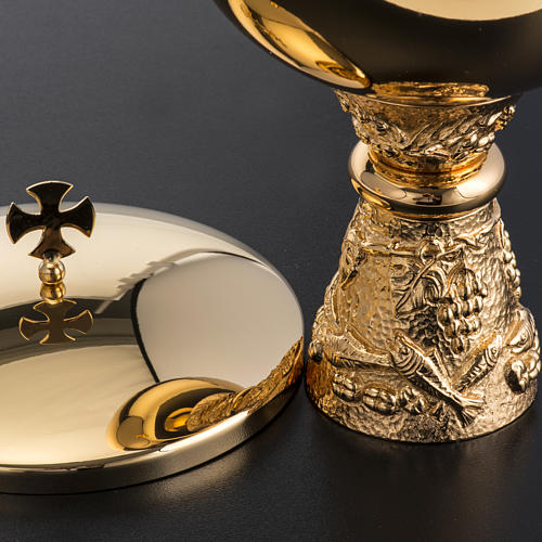 Chalice, ciborium and paten with grapes in gold-plated brass 10