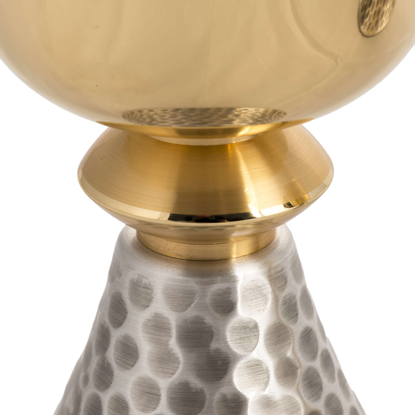 Calice e Pisside in ottone martellato argentato dorato 4