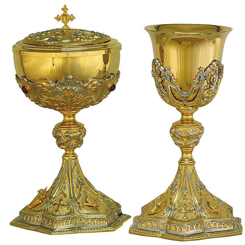 Cáliz y Copón de latón fundido bicolor, escenas del Cristo 1