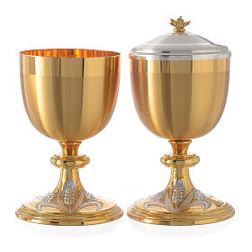 Chalice and Ciborium bicolor brass with grapes, chisel-finish s1