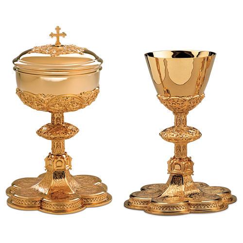 Calice Pisside Patena Molina base medaglioni stile gotico ottone dorato 1