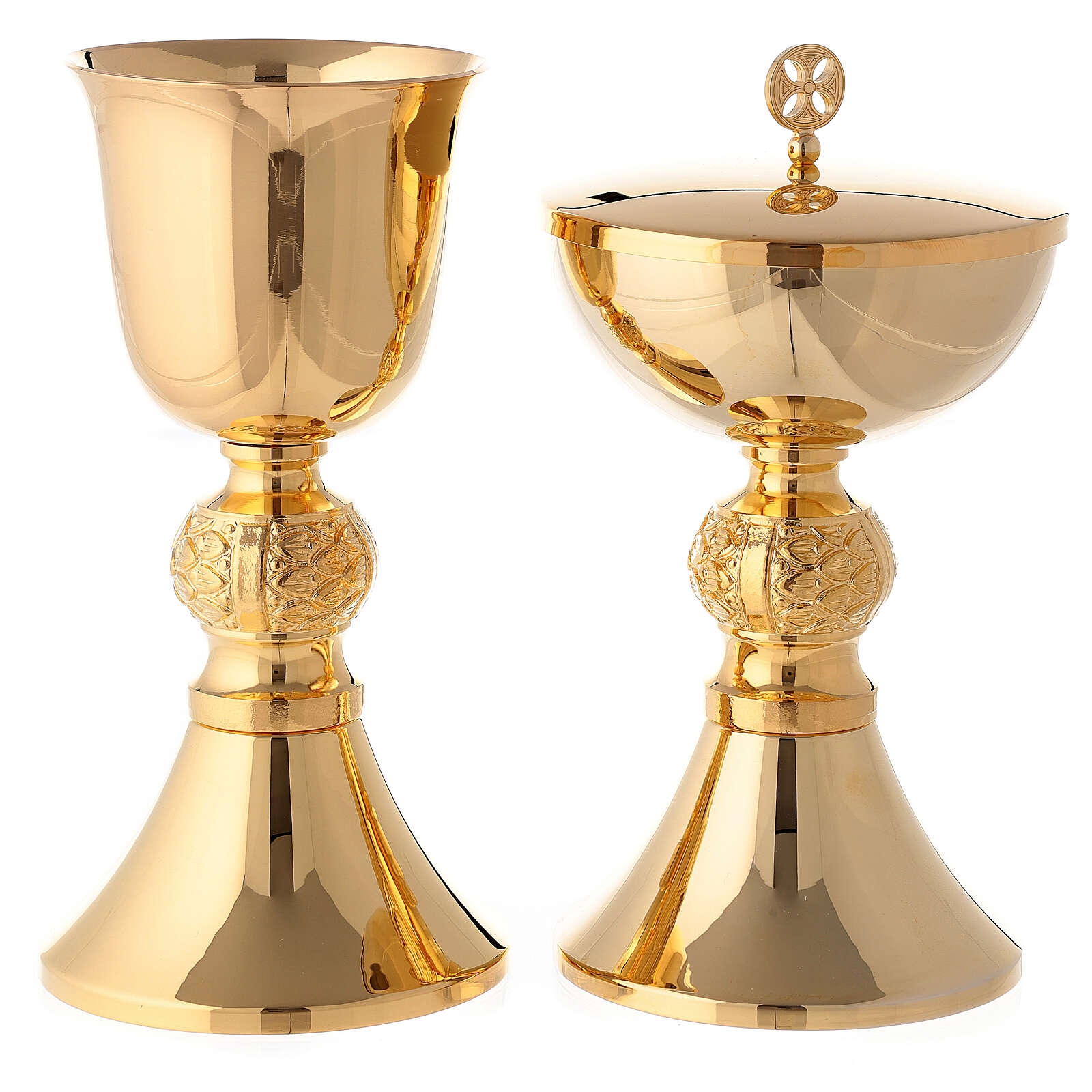 Engraved chalice and ciborium in gold plated brass 4