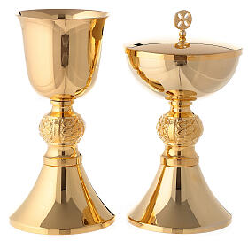 Engraved chalice and ciborium in gold plated brass s1