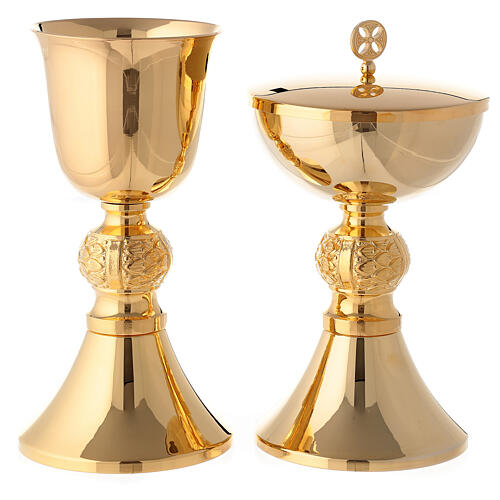 Engraved chalice and ciborium in gold plated brass 1
