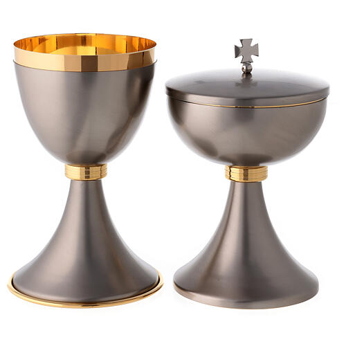 Mat gray-finish chalice and ciborium with striped node 1