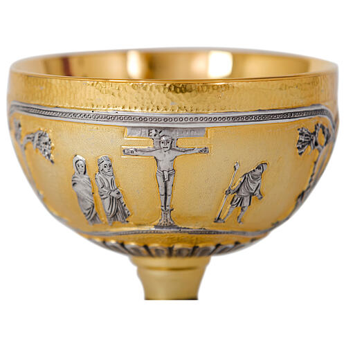 Kelch, Ziborium, Patene aus vergoldetem und versilbertem Messing, Cuppa aus Silber, verziert mit Reliefs Kreuzigung, letztes Abendmahl, Evangelisten