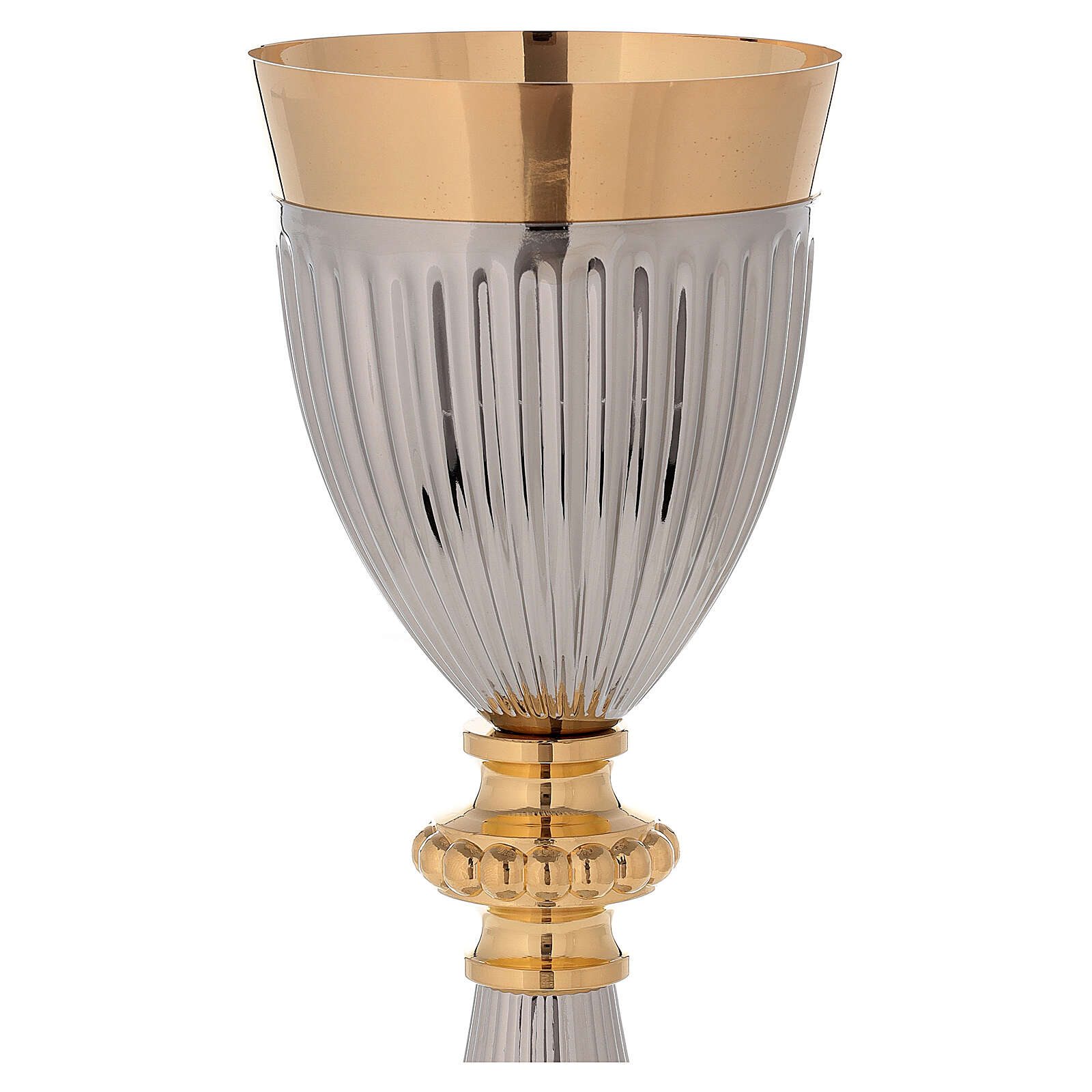 Cáliz de latón dorado con base y base de la copa martillada en contraste 4