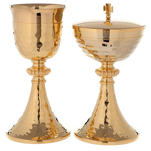 Chalice and ciborium in 24-karat gold plated brass with hammered base and cup 1