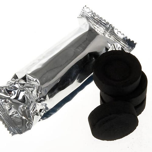Węgiel do kadzenia w opakowaniu hermetycznym po 5 sztuk 1