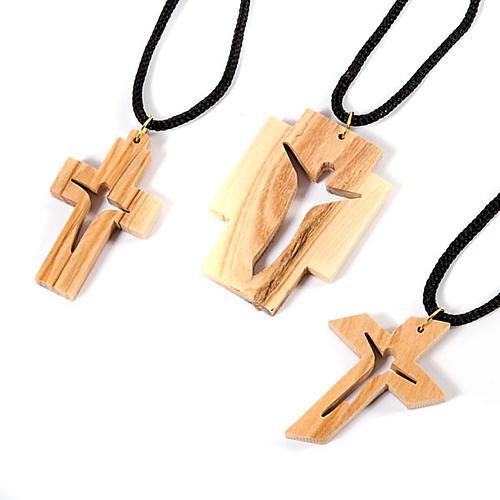 Croix pendentif, en bois d'olivier stylisée 1