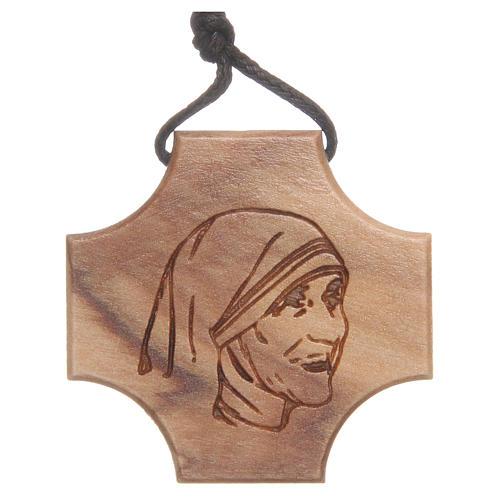 Kreuz Olivenholz Gravierung Mutter Teresa 1