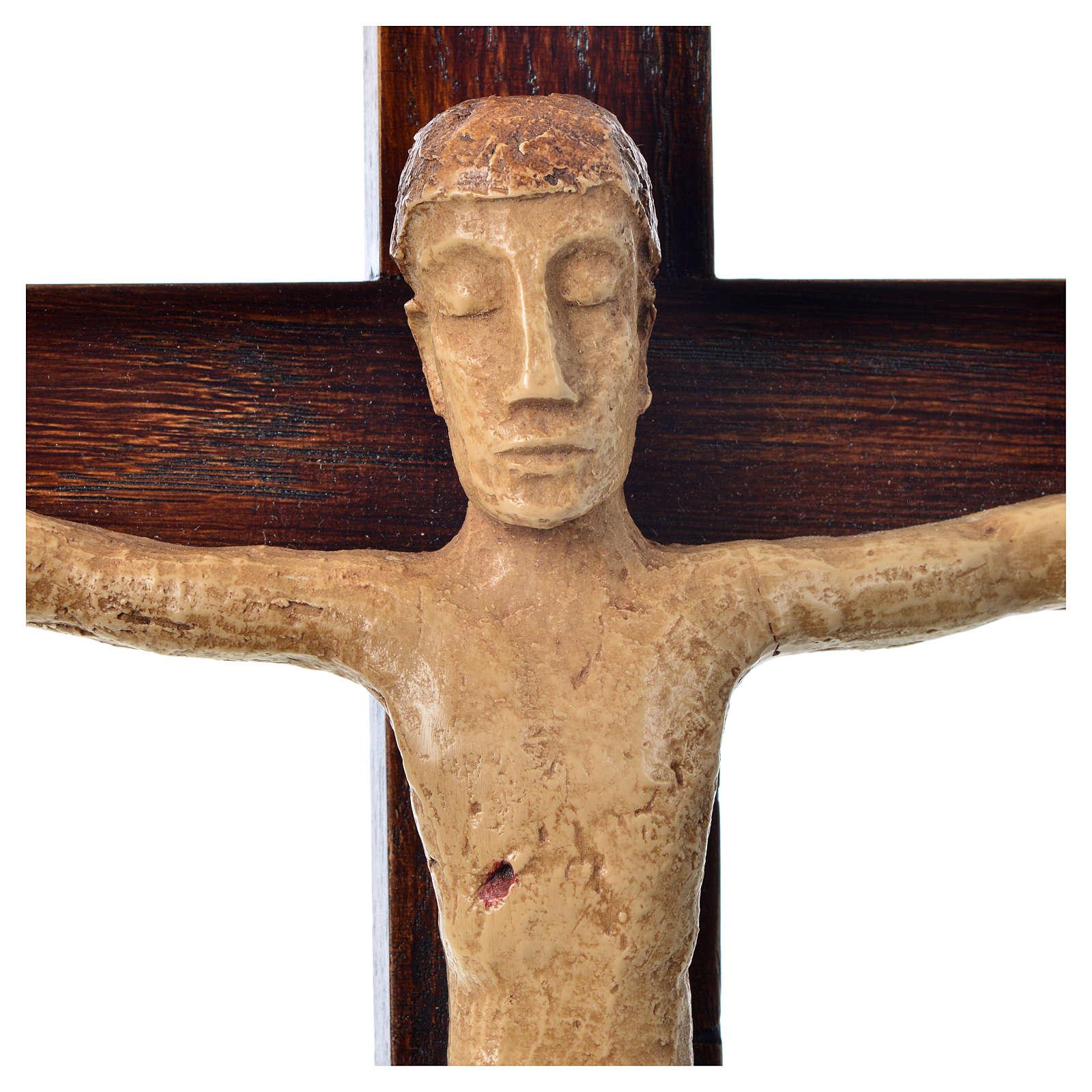 Crocifisso in pietra su legno h 34 cm Bethléem 4