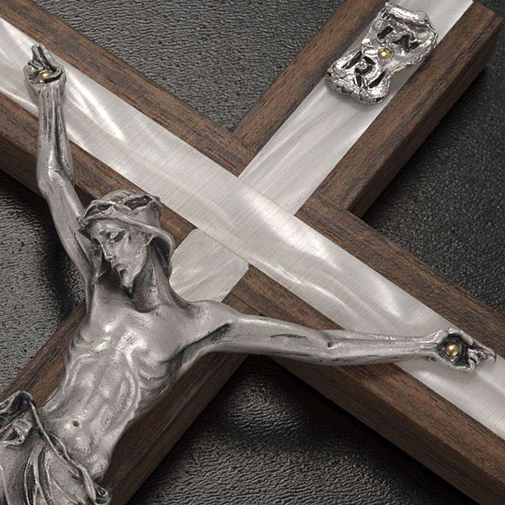 Crucifixo madeira clara e metal elemento embutido imitação madrepérola 4