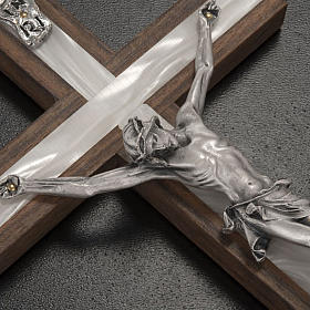 Crucifixo madeira clara e metal elemento embutido imitação madrepérola s2