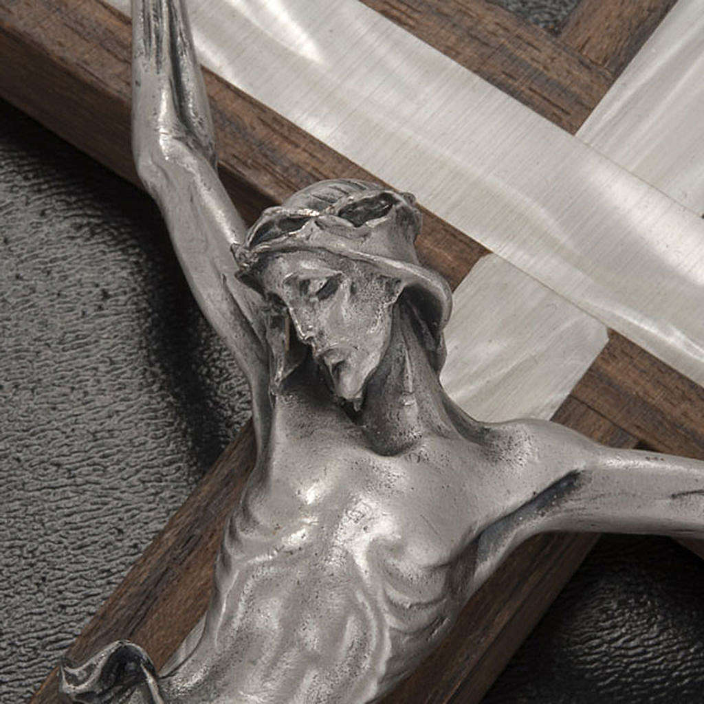 Crucifix in light wood with pearly metal insert 4
