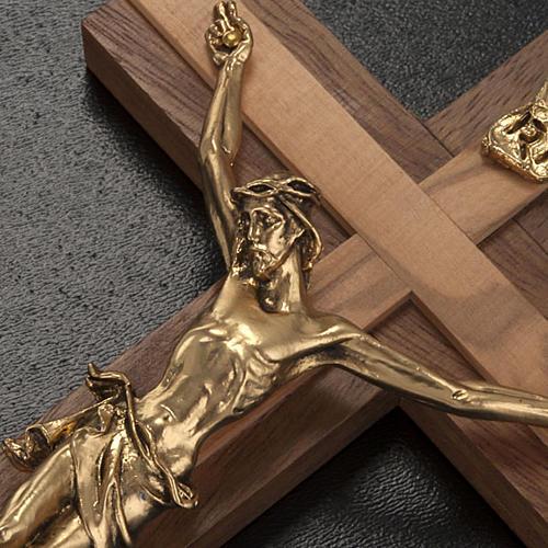 Crocifisso legno noce inserti olivo corpo metallo dorato 3