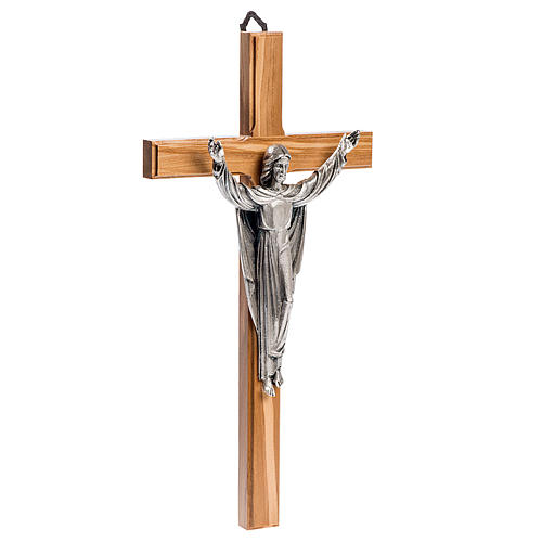 Cruz estilizada mogno corpo Jesus prateado 3