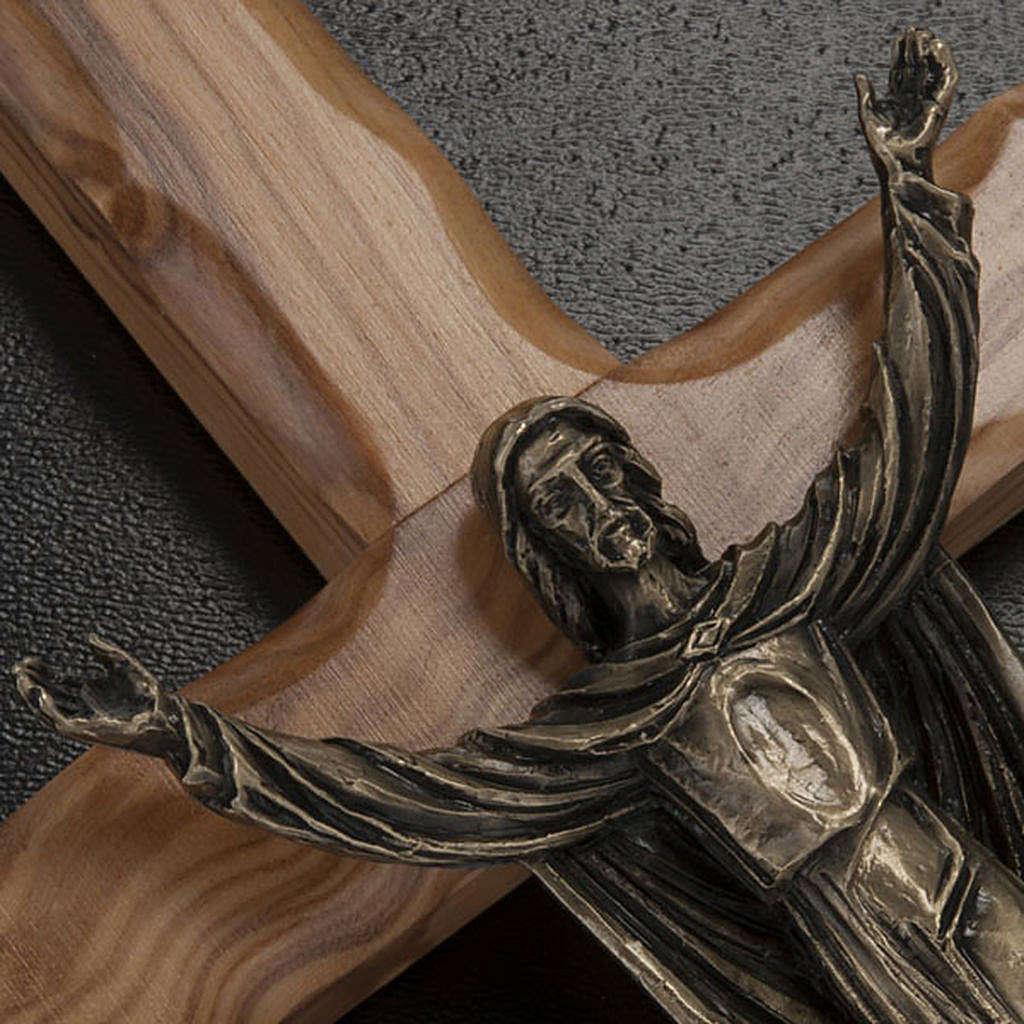 Cristo resucitado en bronce, cruz madera de olivo 4