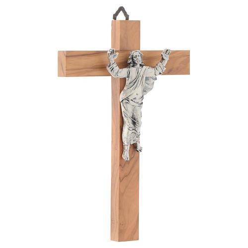 Cristo resucitado en plateado, cruz madera de olivo 3