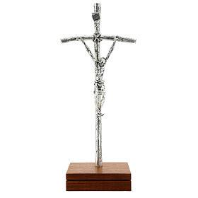 Crucifijo pastoral Juan Pablo II metal plateado con base s1