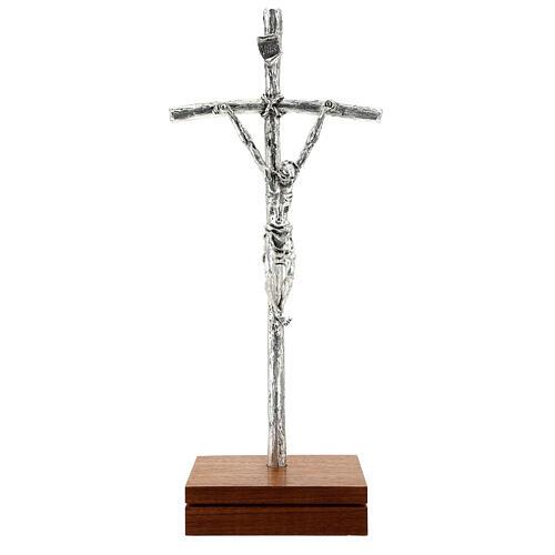 Crucifijo pastoral Juan Pablo II metal plateado con base 1