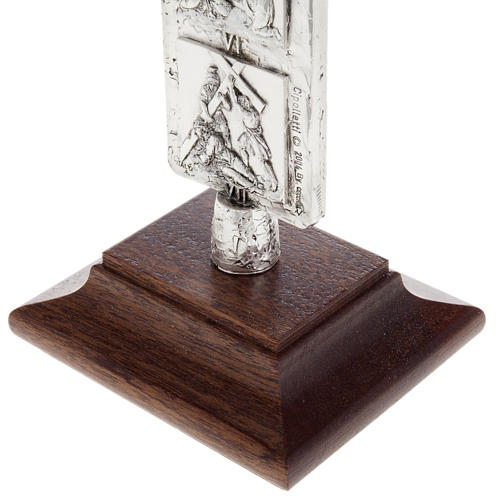 Cruz de mesa plateada vía Crucis 6