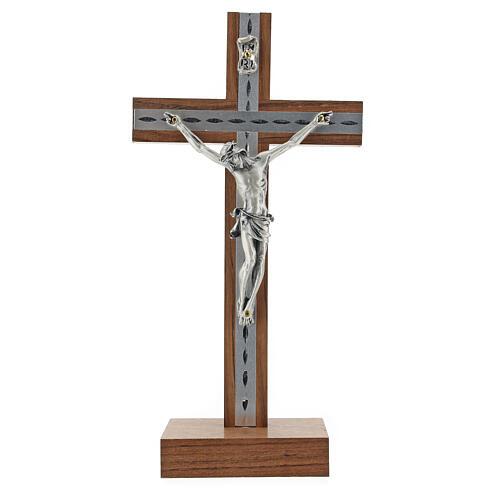 Crocifisso da tavolo in legno, metallo argentato e alluminio 1