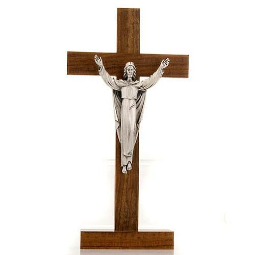 Crucifix de table Christ ressuscité, bois de noix 1
