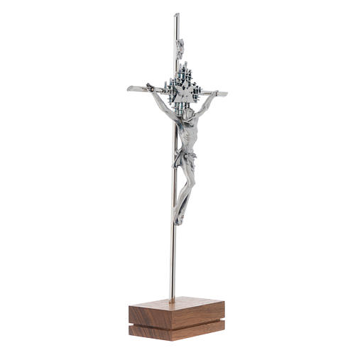 Crucifijo plateado Padre Espíritu base Nogal 2
