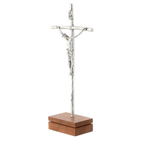 Crocifisso da tavolo metallo base legno 23,5 cm 2