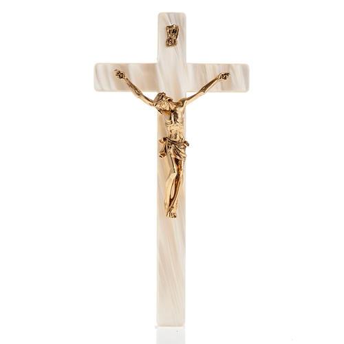 Crucifix en simili nacre corps du Christ en métal doré 1