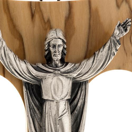 Cristo Resucitado plateado sobre tau olivo 2