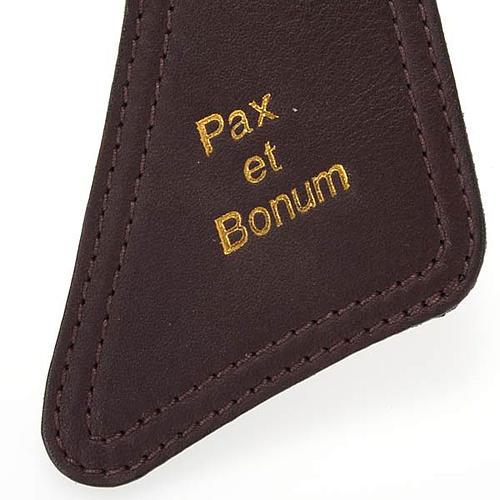Tau in pelle marrone scuro Pax et Bonum 2