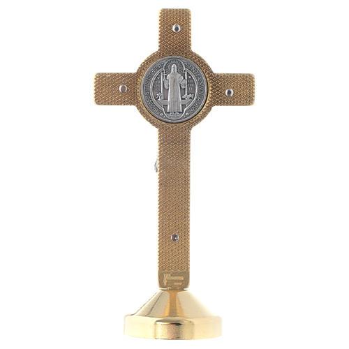 Croce metallo san Benedetto tavolo rosso 2
