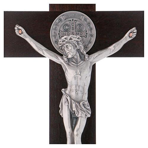 Kreuz von Sankt Benedikt aus Holz in der Farbe Nussbaum, 30 x 15 cm