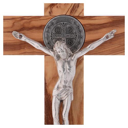 Kreuz von Sankt Benedikt aus Olivenbaumholz mit Sockel, 25 x 12 cm