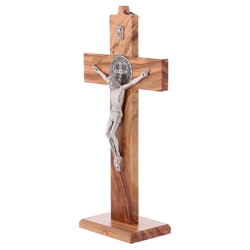 Croix Saint Benoît bois d'olivier avec base 25x12 cm 3