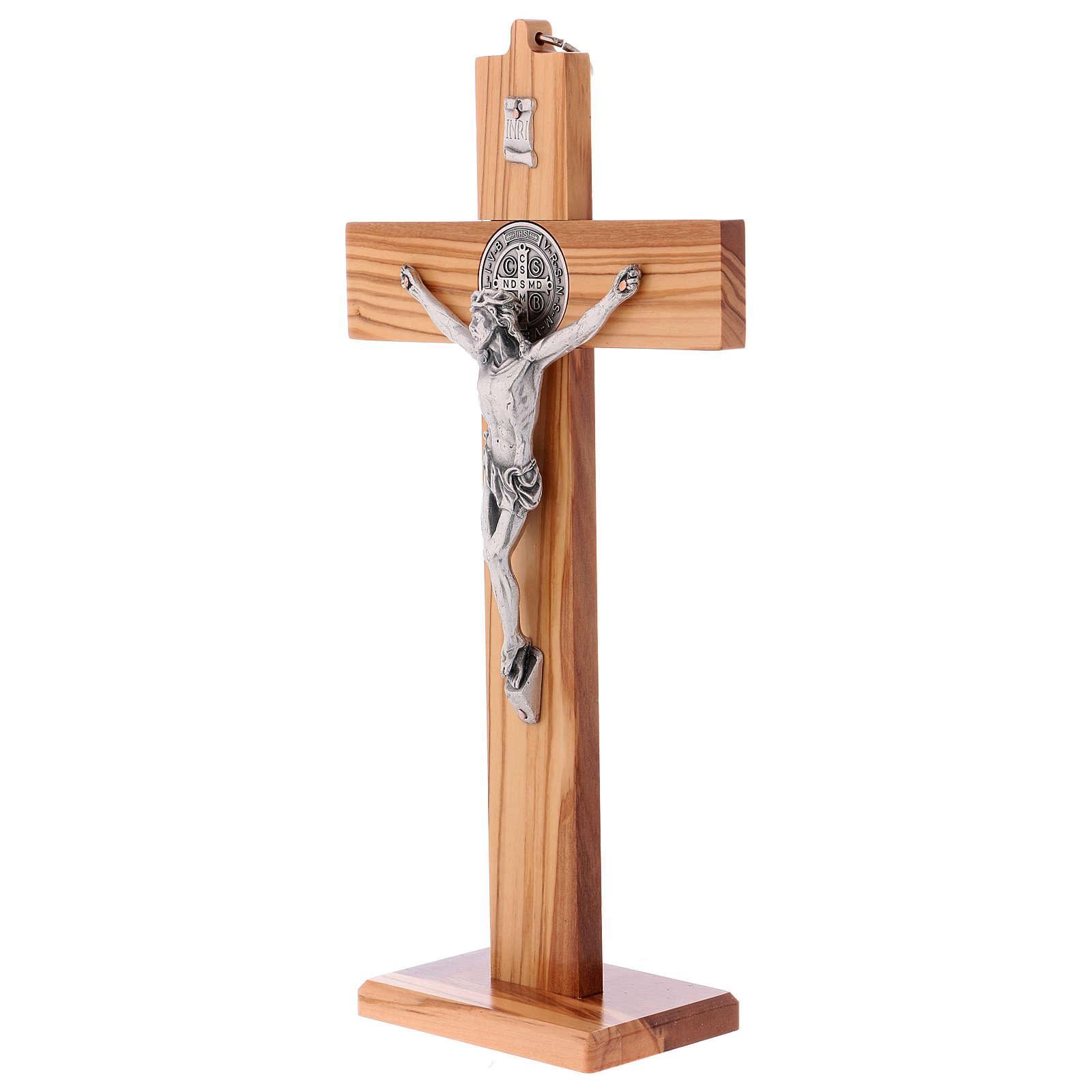 Croix Saint Benoît bois d'olivier avec base 30x15 cm 4