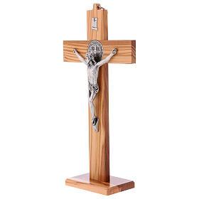 Croix Saint Benoît bois d'olivier avec base 30x15 cm s3