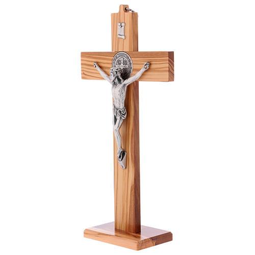 Croix Saint Benoît bois d'olivier avec base 30x15 cm 3
