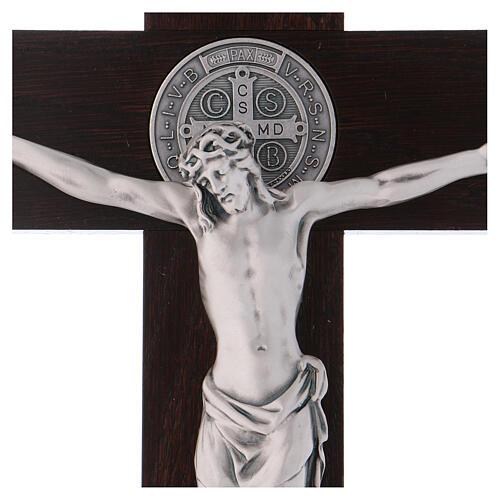 Kreuz von Sankt Benedikt aus Holz in der Farbe Nussbaum, 40 x 20 cm