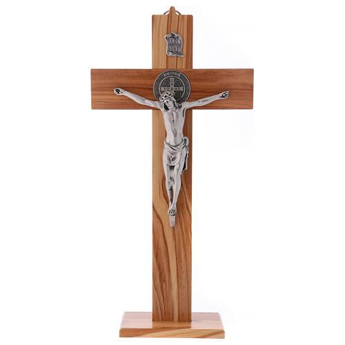 Kreuz von Sankt Benedikt aus Olivenbaumholz mit Sockel, 40 x 20 cm