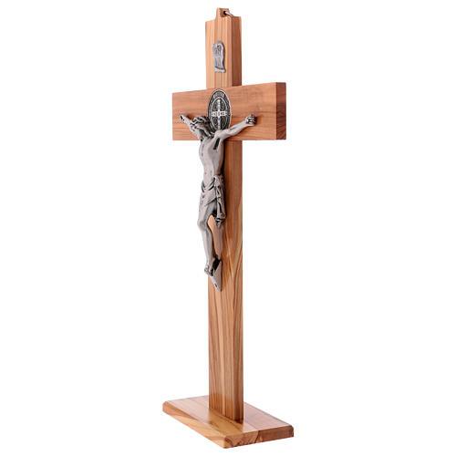 Croix Saint Benoît bois d'olivier avec base 40x20 cm 3