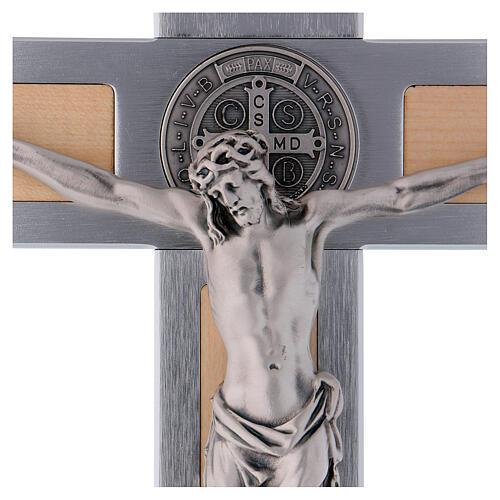 Kreuz von Sankt Benedikt aus Aluminium und Ahornholz, 40 x 20 cm