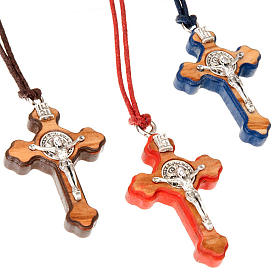 Pendente croce san Benedetto colorata s1