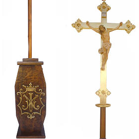 Processional cross in wood H220cm with Marian symbol on base s1