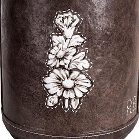 Cremation urn in synthetic marble and soft leather s3